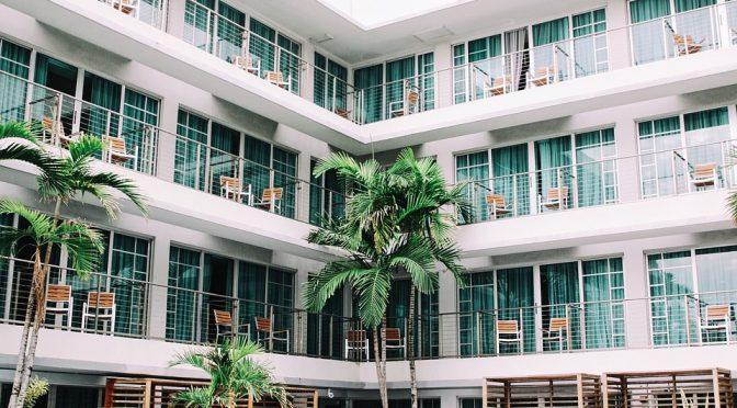 Les avantages de loger dans un hôtel lorsque nous sommes en voyage.